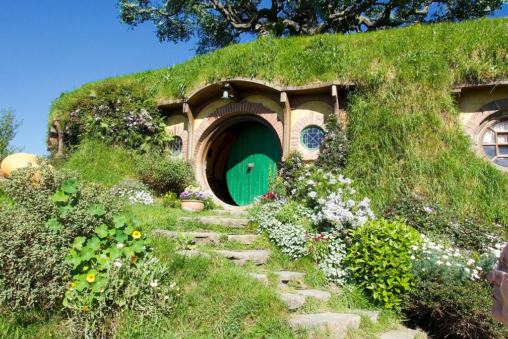 A better view of Bilbo Baggins' green door.
