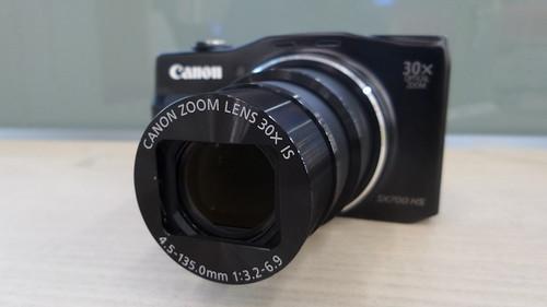 Canon PowerShow SX700HS ซูมสูงสุดเมื่อดูจากด้านหน้า