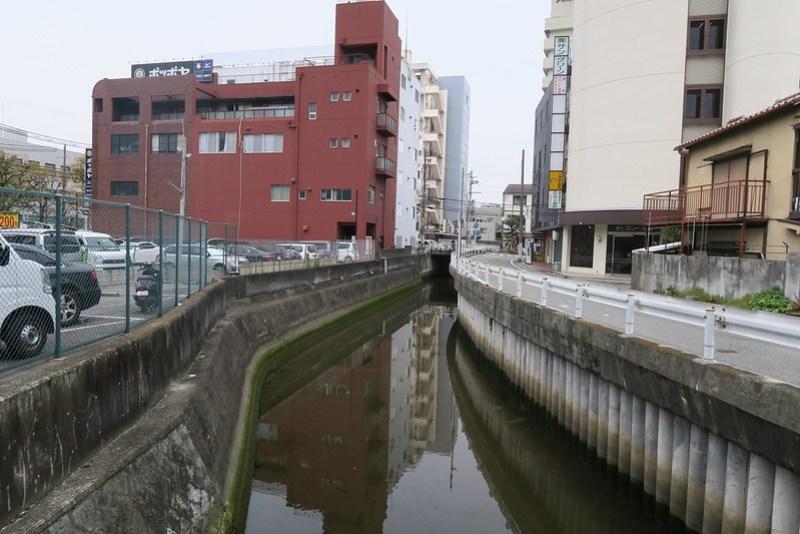 穿過阪神西宮站的六湛寺川