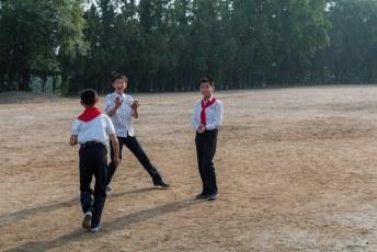We werden naar het jeugdpaleis gebracht, ik wilde even kennismaken met deze jongens maar dat durfden ze niet aan.
