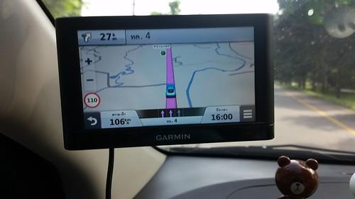ติด Garmin Nuvi 55 ไว้แถวๆ นี้ สลับกับแถวคนขับ (อยู่ที่ว่าตอนนั้นผมขับหรือเปล่า)