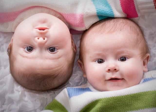 vestire gemelli maschio e femmina