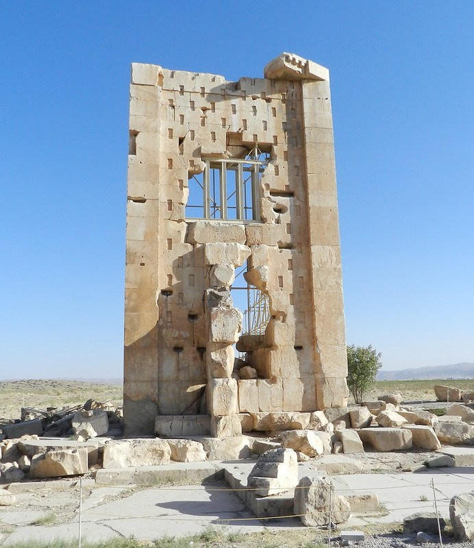 Tumba de Cambises hijo de Ciro II El Grande Pasargad Irán 01