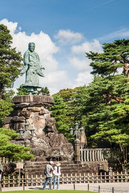 Estatua de Yamato Takeru en el Kenroku-en en Kanazawa