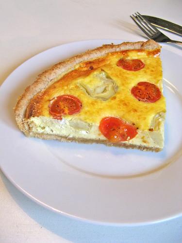Artichoke, tomato and goat cheese quiche
