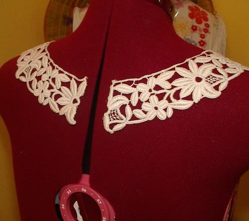 machine lace collar