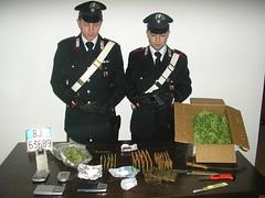 foto del sequestro di armi e droga in una cantina