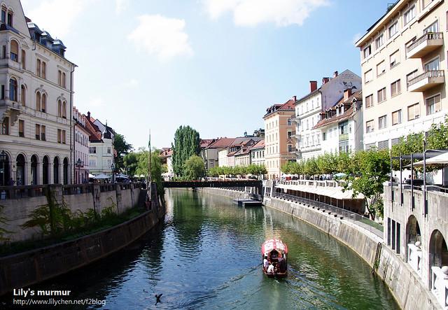 也可以搭乘水上Taxi沿著Ljubljanica河飽覽Ljubljana市區風光,也別有一番風情。