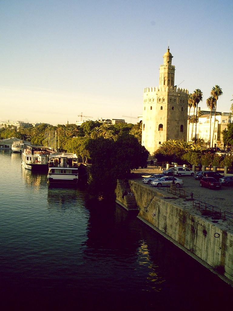 El río y la Torre del Oro
