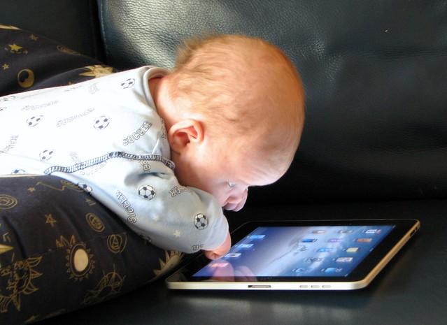 Baby Sees The iPad Magic