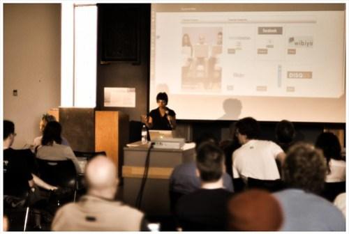 @digitalkvan talking about socializing your blog