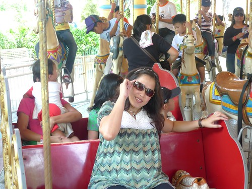 8 months preggy, and all I could do was ride the carousel! :P