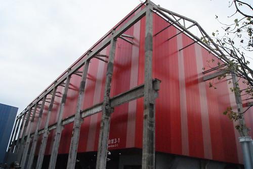 保留舊廠房的鋼骨改建成為城市案例館
