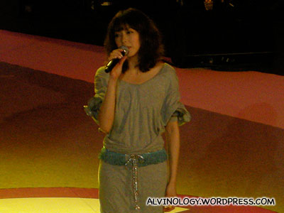 Olivia Ong - the first singer for the night