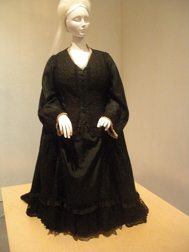 Queen Victoria's Outfit