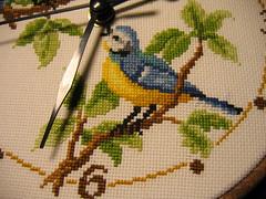Sienas pulkstenis ar putniņiem