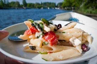 Pasta salade op de Amstel