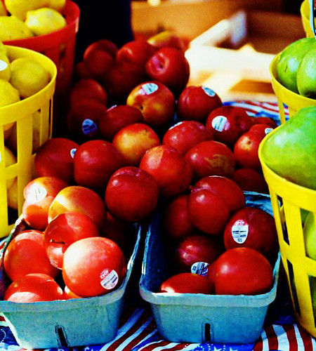apples at farmer's mkt_edited-1
