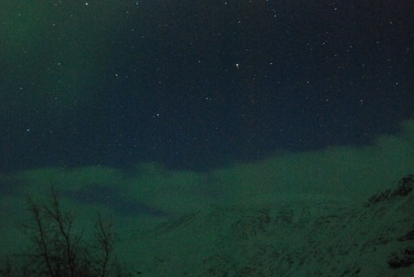 Primeras estelas de aurora boreal