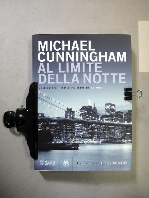 Michael Cunningam, Al limite della notte, progetto grafico di Polystudio, alla cop.: Brooklyn Bridge by night © Pawel Gaul, Bompiani 2010; cop. (part.), 1