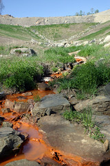 Toxic Runoff from a Valley Fill in Eastern Ken...