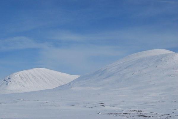 Montañas gemelas en Laponia