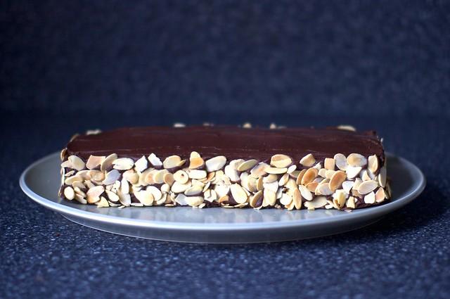 almond macaroon torte