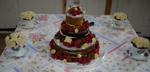Fantastic traditional wedding cake