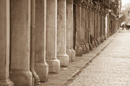 Columnas y dragones