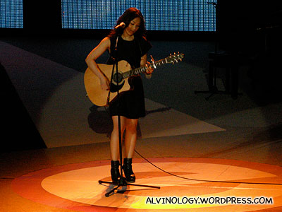 Another picture of Tanya Chua and her guitar