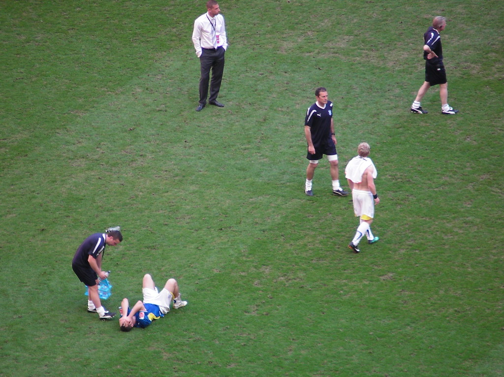 Wembley-Blackpool v Cardiff-City players dejected