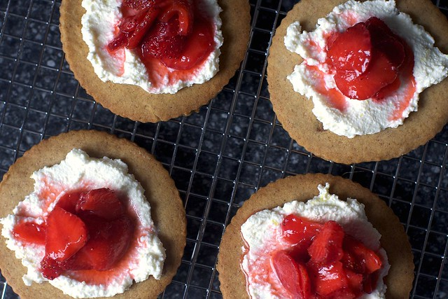 strawberry ricotta grahams