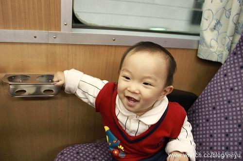 [V 11m]第一次搭火車~好興奮 @VIVIYU小世界