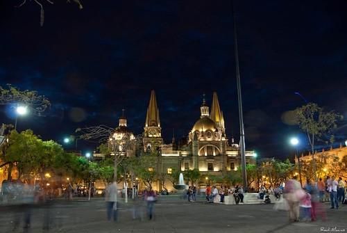 Anocheciendo Catedral y Plaza de la Liberacion