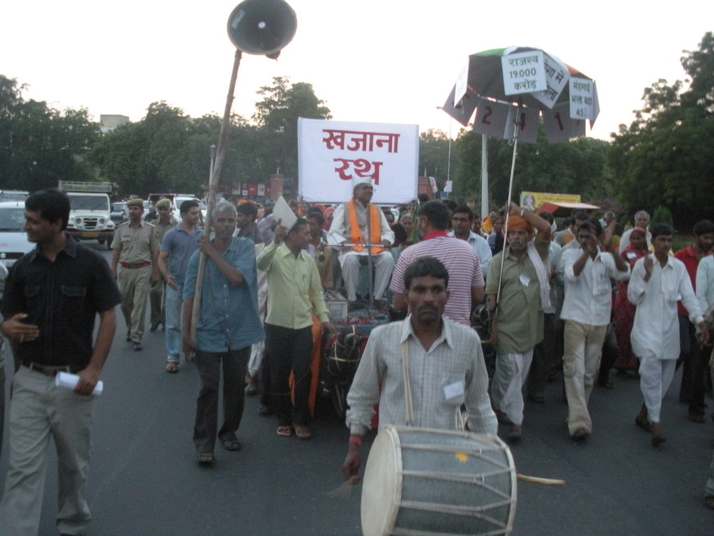 Pics from the satyagraha - 12 Oct 2010 - 2