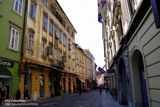 Ljubljana的舊城區,道路比較狹小,建築也是新舊交替。