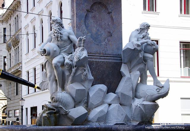 舊市政廳廣場前的雕像,三尊應該是斯洛維尼亞三大河川Ljubljanica河, Sava河 and Krka河的河神吧。我猜的。XD