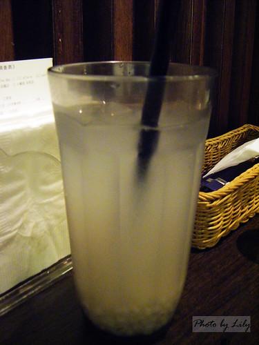 有美膚消腫功效的薏米水,但性篇寒喔。