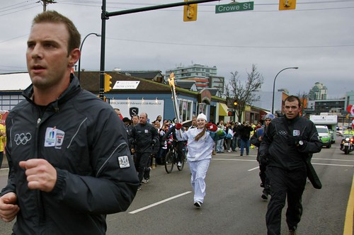 Vancouver 2010: W. 2nd Ave Torch Run