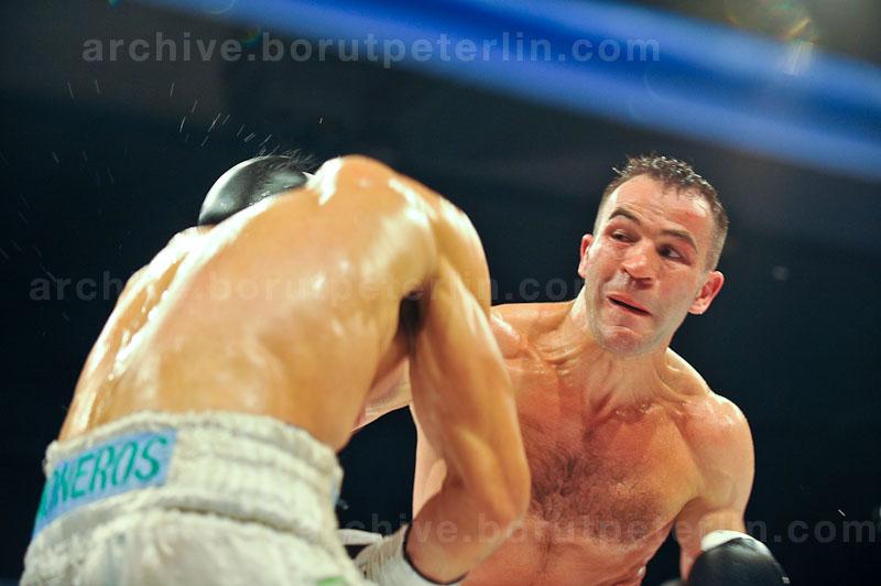 Dejan Zavec vs. Rodolfo Ezequiel Martinez 20100409_8807