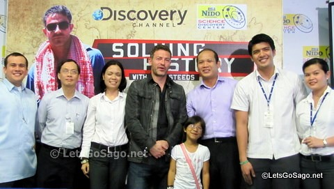 With officials from Discovery Networks Asia-Pacific and Nido Fortified Science Discovery Center
