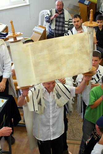 Hagba'ah at Natanel's bar mitzvah