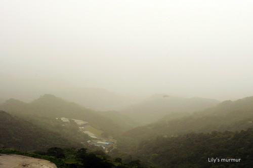 泡在霧裡的九份山頭。