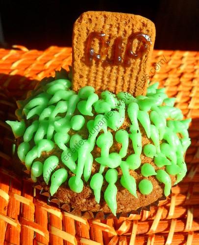 Cupcake tombe d'Halloween / Halloween grave cupcake