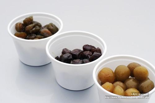 左起:蜜梅、紫蘇梅以及脆梅。