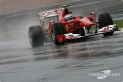 GP de Malasia 2010, clasificación. Fernando Alonso no pudo siquiera entrar en la Q2, una mala estratégia por parte del equipo italiano tras salir tarde de boxes.