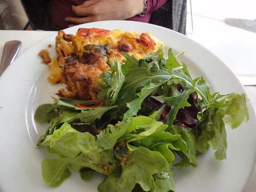 Sideways Deli Cafe: Goat cheese & pumpkin tart with mixed salad
