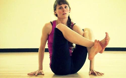 pose mechanics asta vakrasana  kelly sunrose yoga