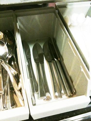 Cuchillos en la cafetería del aeropuerto de Ginebra, ya pasado el control de seguridad