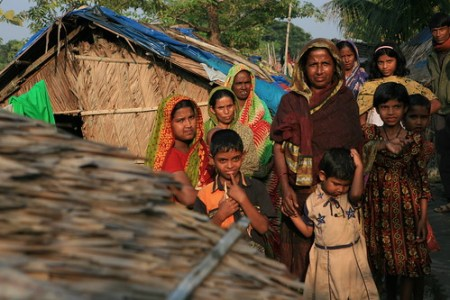 Family Trying to Rebuild - Photo : ellievanhoutte